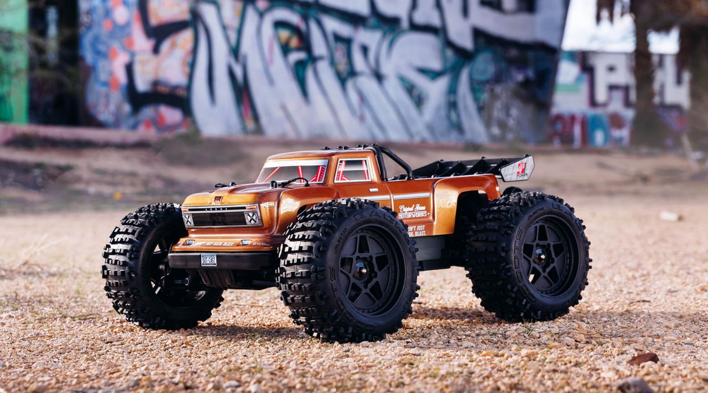 ARRMA 1/10 OUTCAST 4x4 4S BLX Brushless Truggy RTR, Bronze